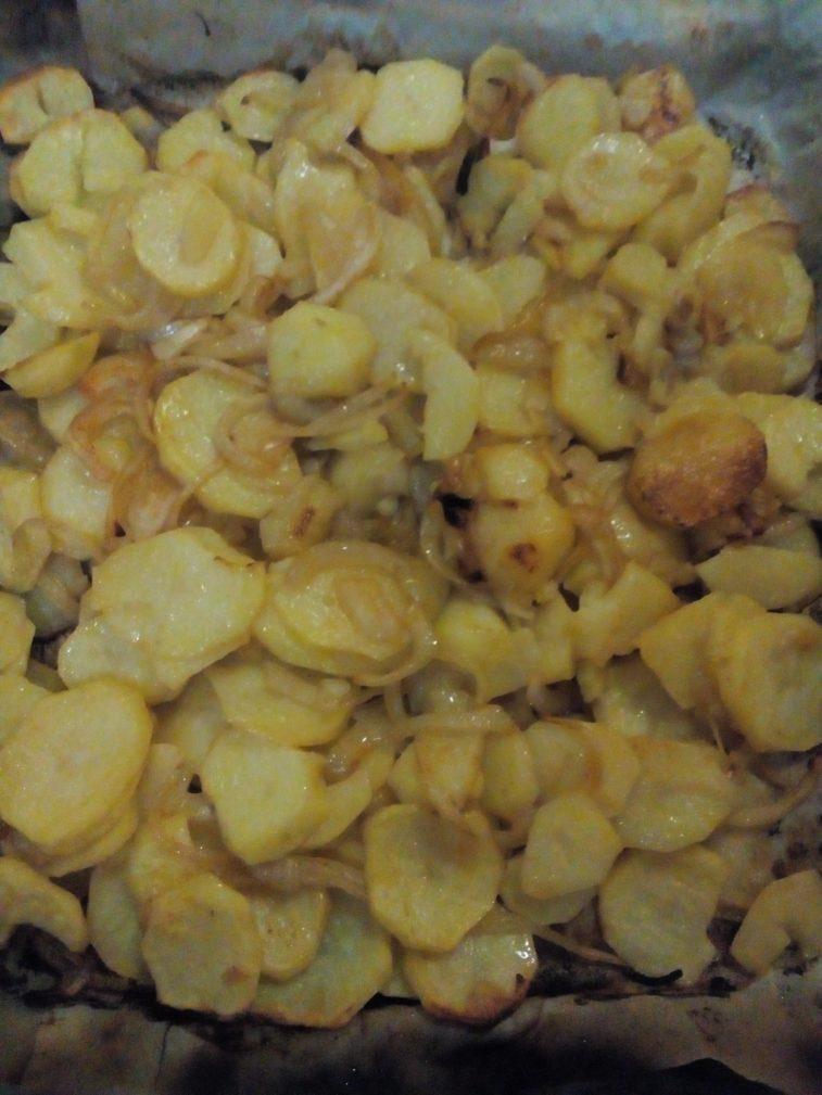 Фото рецепта - Печеный картофель с луком и красным перцем - шаг 5