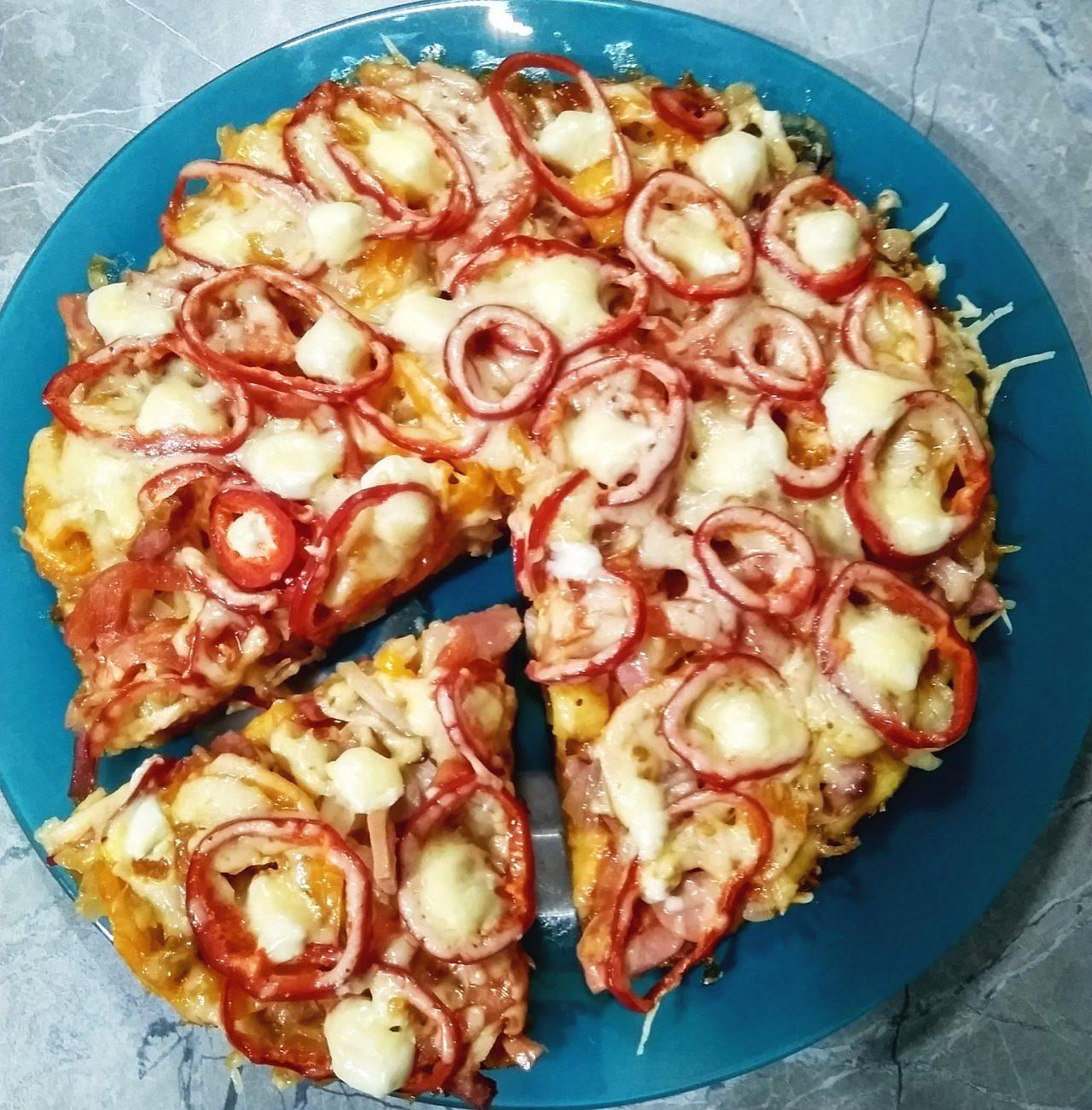 Пицца на сметанном тесте на сковороде