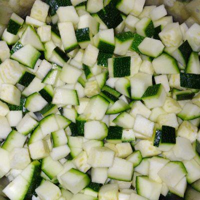 Фото рецепта - Овощное рагу с грибами - шаг 4
