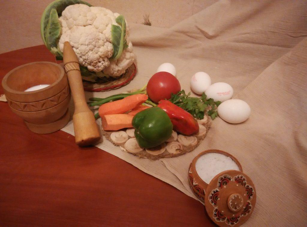 Фото рецепта - Запеканка-омлет из цветной капусты - шаг 1