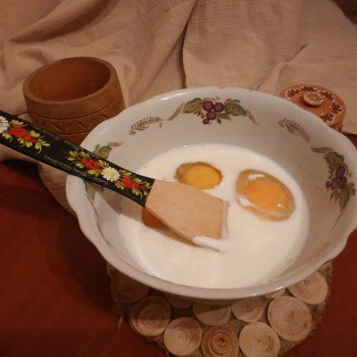Фото рецепта - Запеканка-омлет из цветной капусты - шаг 4