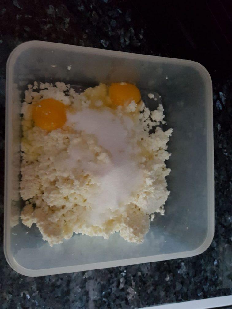 Фото рецепта - Сырники домашние - шаг 2