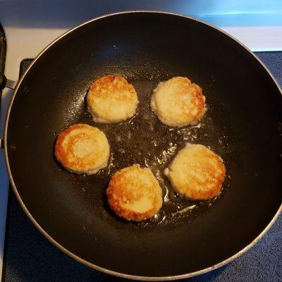 Фото рецепта - Сырники домашние - шаг 4