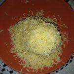 Фото рецепта - Филе минтая под соусом с овощами и с сыром - шаг 5