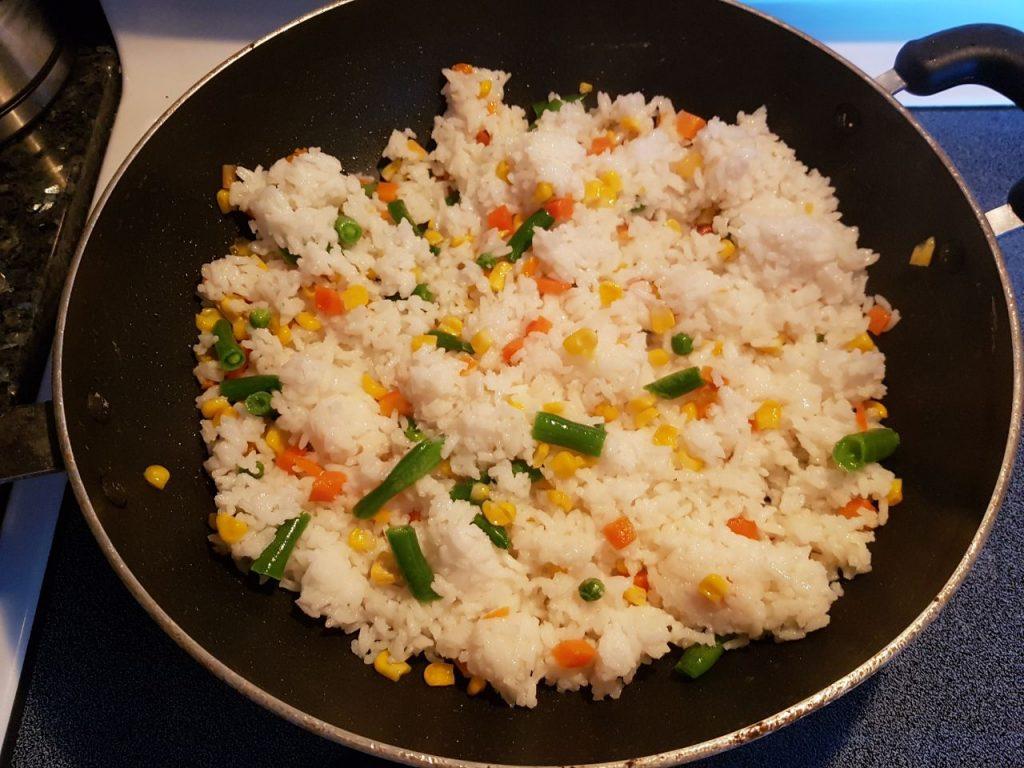 Фото рецепта - Рис с овощами на сковороде - шаг 5