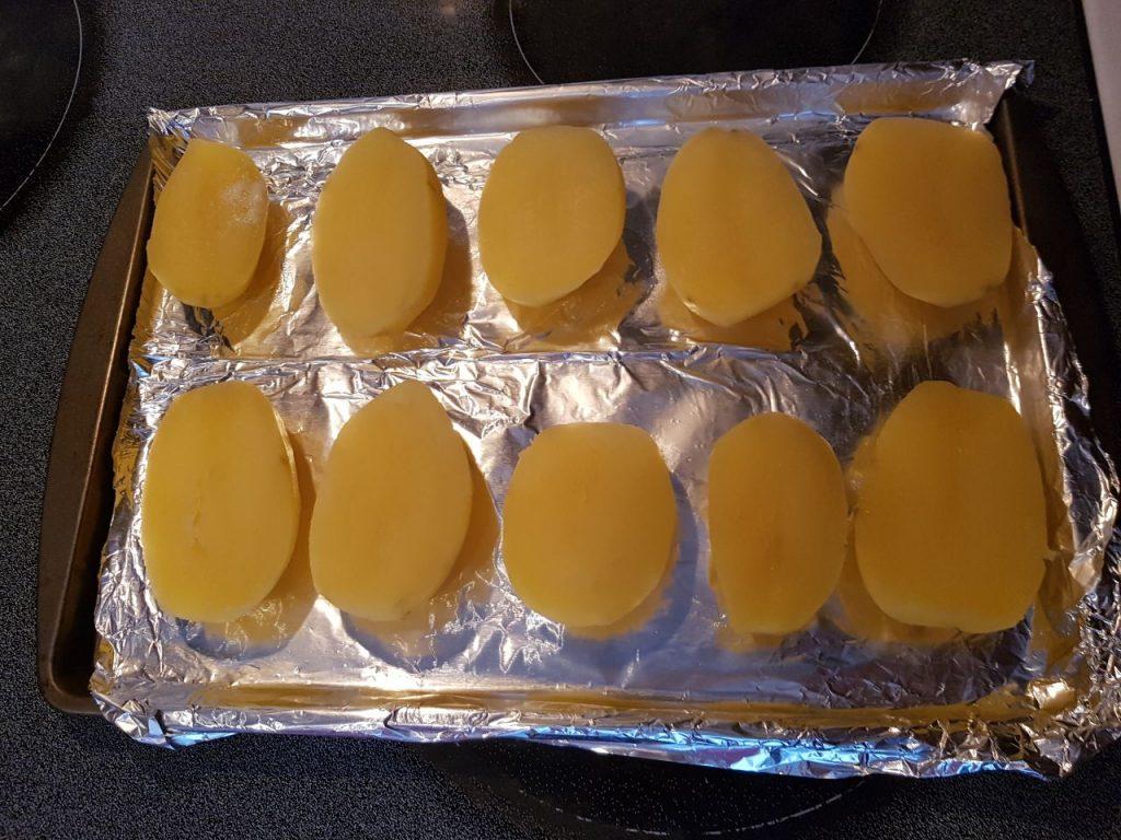 Фото рецепта - Аппетитный картофель в духовке - шаг 3