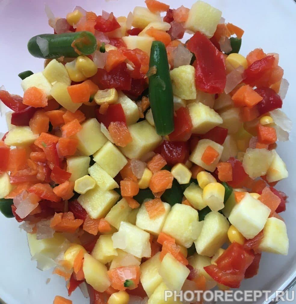 Фото рецепта - Картофельная супер-запеканка с овощами на сковороде - шаг 2