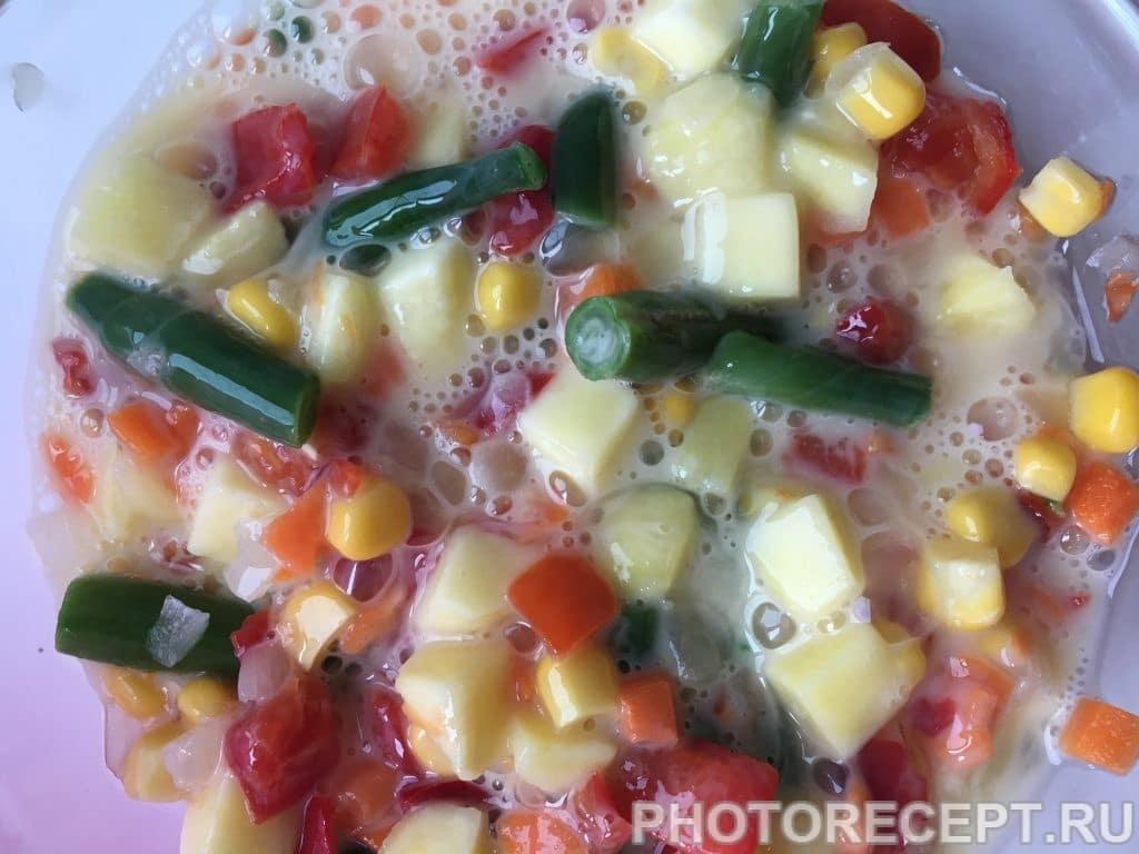 Фото рецепта - Картофельная супер-запеканка с овощами на сковороде - шаг 4