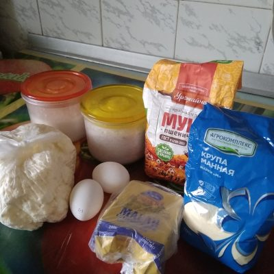 Фото рецепта - Сырники из творога в духовке - шаг 1