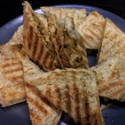 Фото рецепта - Сендвичи с яйцом, капустой и сыром - шаг 6