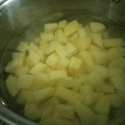 Фото рецепта - Сырный суп с сушеными грибами - шаг 2