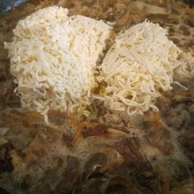 Фото рецепта - Сырный суп с сушеными грибами - шаг 8