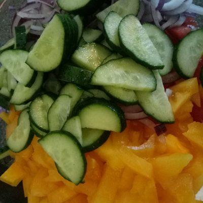 Фото рецепта - Салат с адыгейским сыром - шаг 4