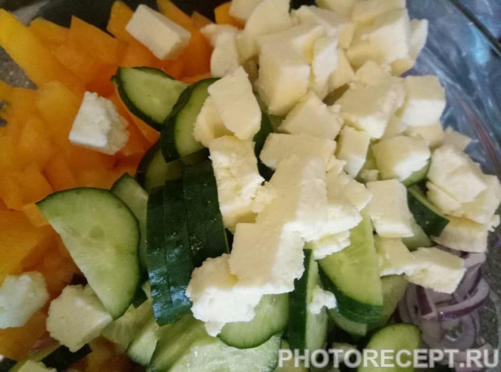 Фото рецепта - Салат с адыгейским сыром - шаг 5