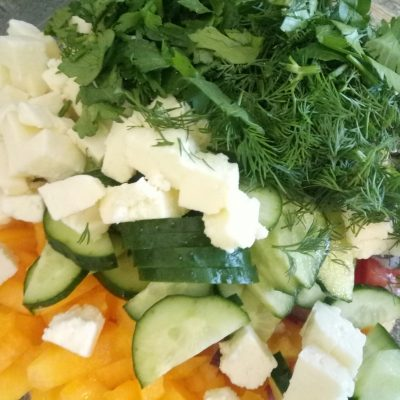 Фото рецепта - Салат с адыгейским сыром - шаг 6