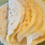 Фото рецепта - Тонкие блины с яблочным пюре - шаг 4