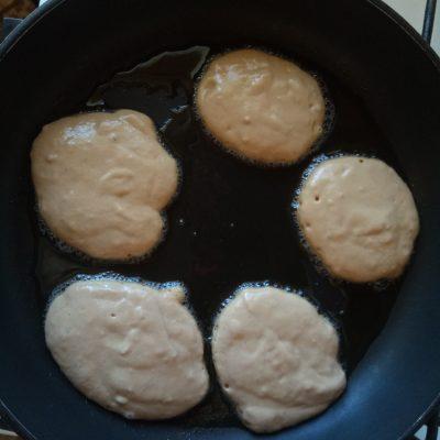 Фото рецепта - Шоколадные оладьи на ряженке - шаг 3
