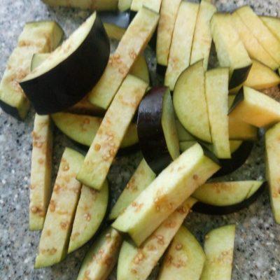 Фото рецепта - Паста с соусом из томатов и баклажан - шаг 1