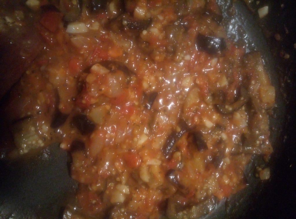 Фото рецепта - Паста с соусом из томатов и баклажан - шаг 2