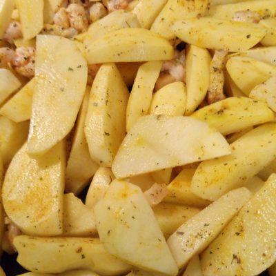 Фото рецепта - Картошка запеченая с салом и чесноком - шаг 3