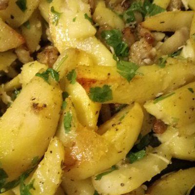 Фото рецепта - Картошка запеченая с салом и чесноком - шаг 4