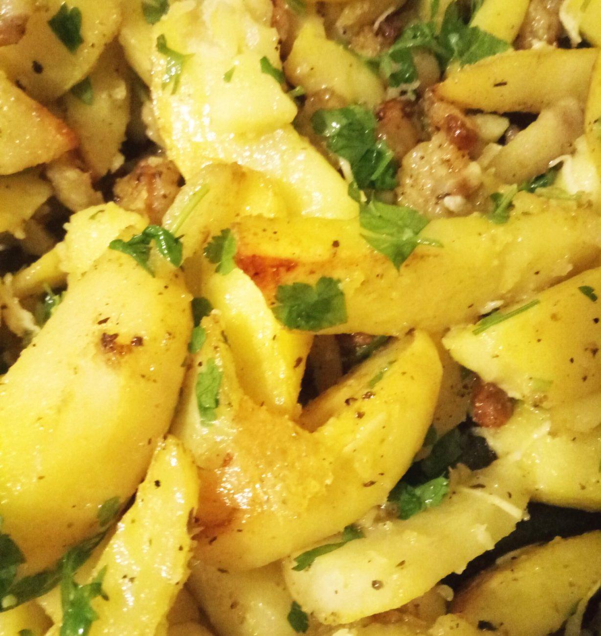 Картошка запеченая с салом и чесноком