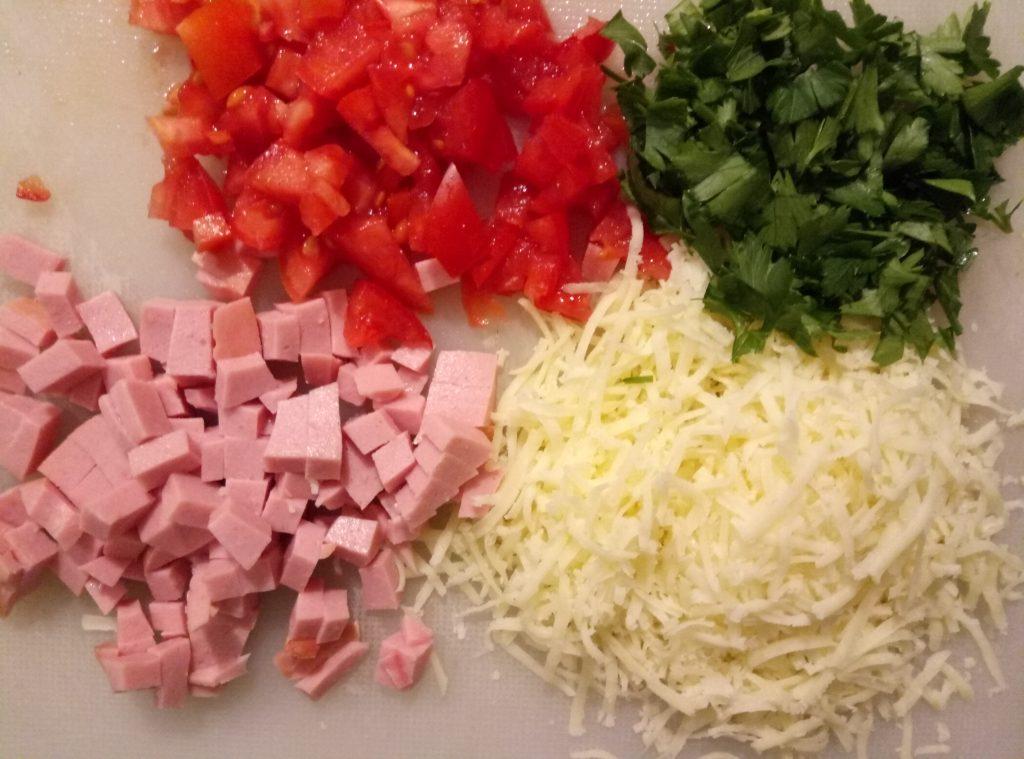 "Фото рецепта - Пицца ""Минутка"" на сковородке - шаг 1"