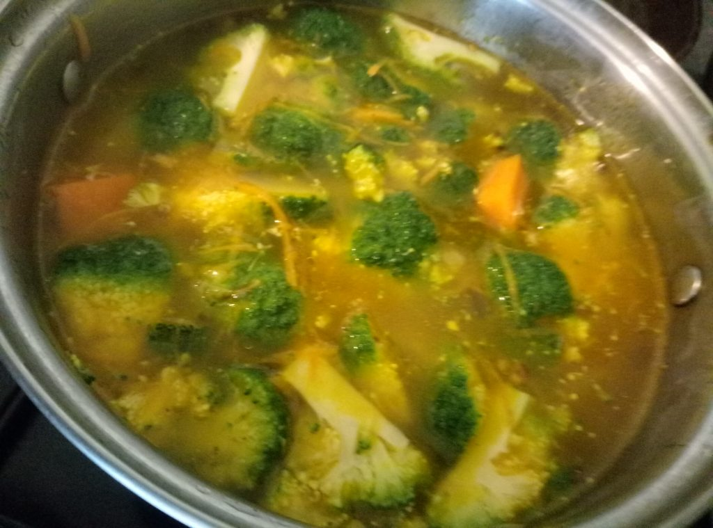 Фото рецепта - Суп с рисом, брокколи и тыквой - шаг 4