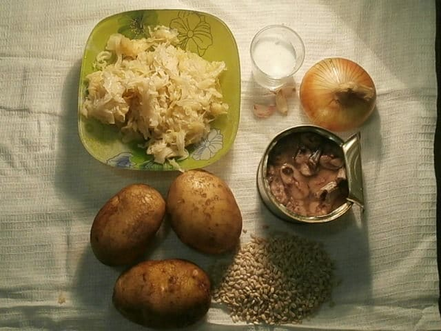 Фото рецепта - Забайкальские щи от бабушки Насти с перловкой и сайрой - шаг 1
