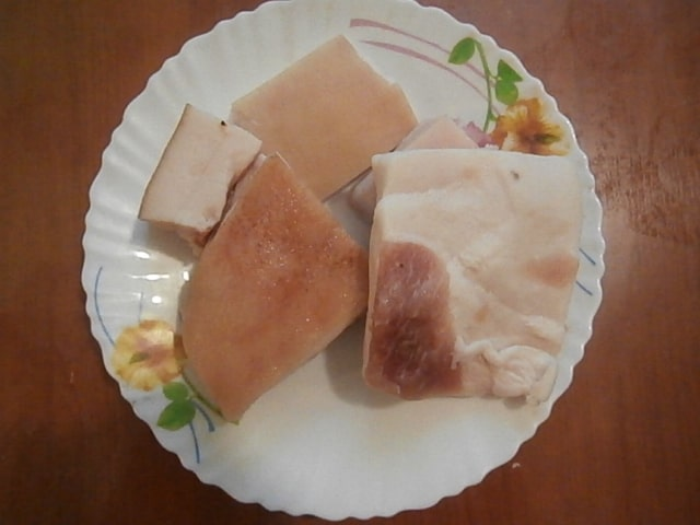 Фото рецепта - Солёное сало с чесноком «Для большой семьи» - шаг 1