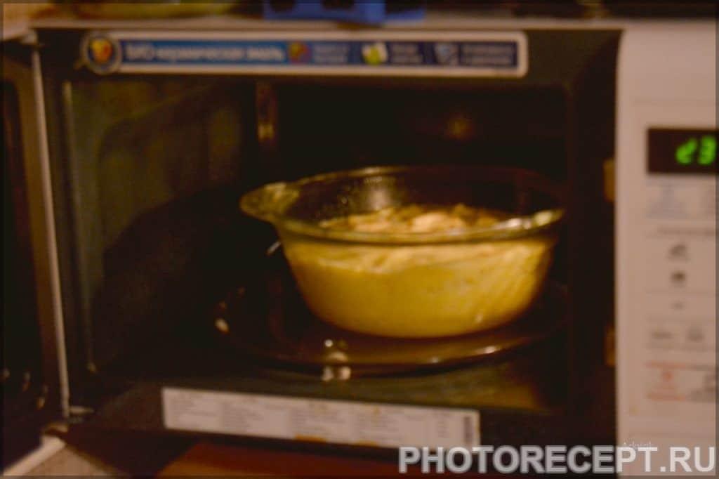 Фото рецепта - Шарлотка с яблоками в микроволновке за несколько минут - шаг 4