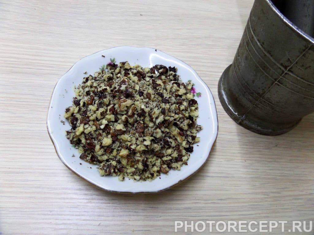 Фото рецепта - Салат с куриной грудкой и грецкими орехами - шаг 3