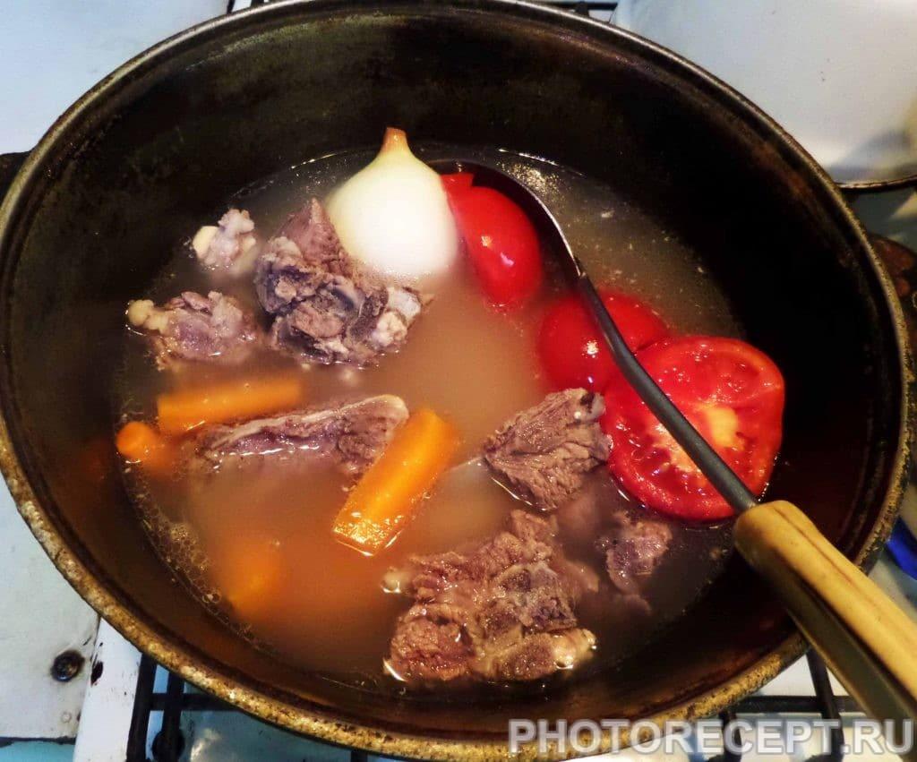 Фото рецепта - Шурпа с бараниной в казане по-узбекски - шаг 9