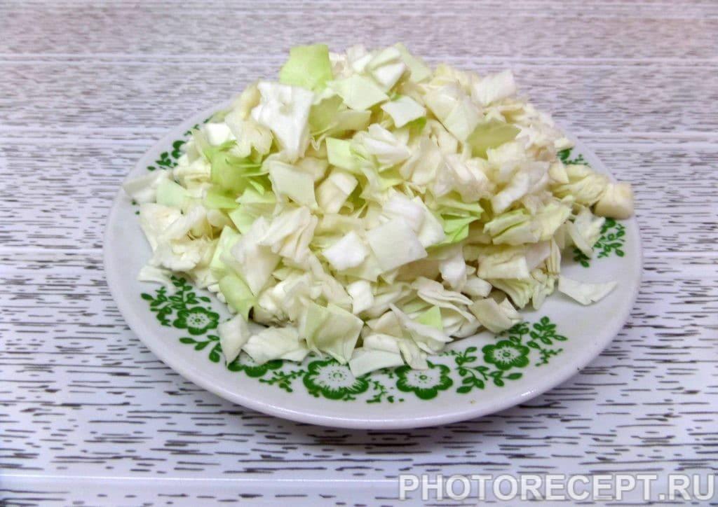 Фото рецепта - Капуста с курицей и грибами в духовке - шаг 3