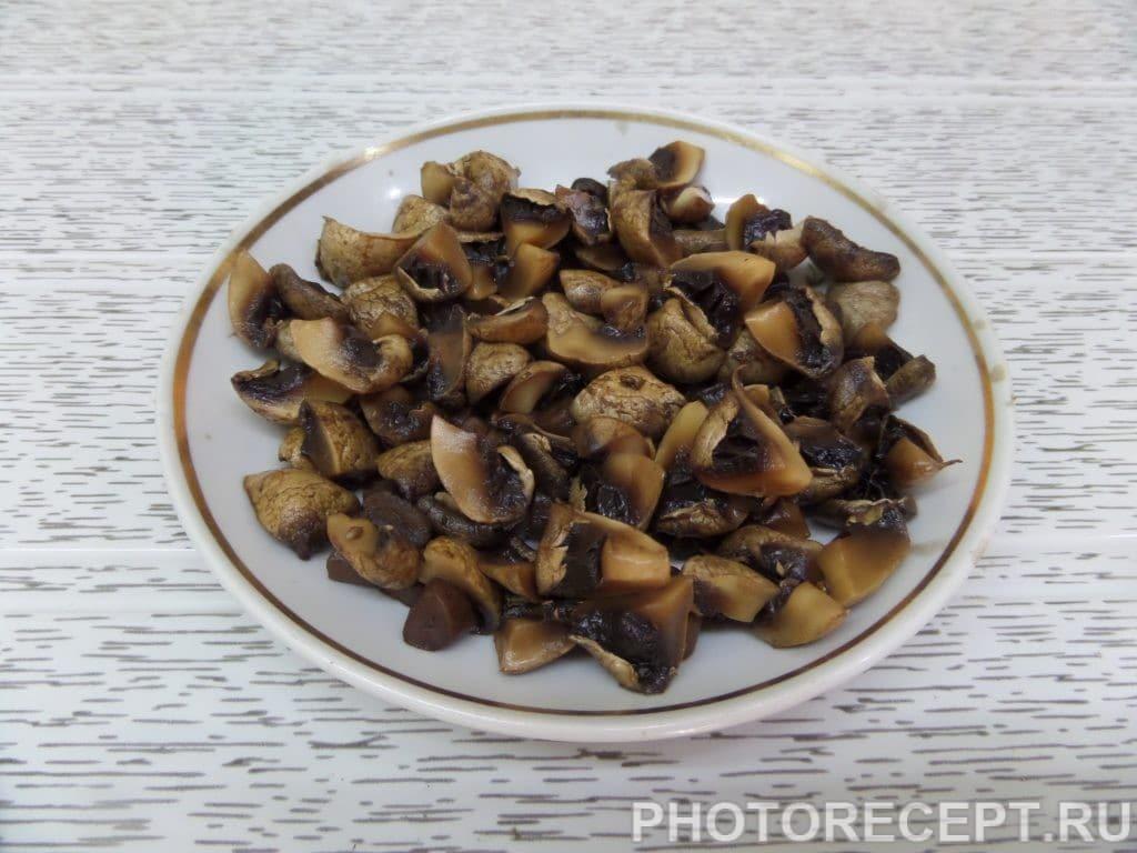 Фото рецепта - Капуста с курицей и грибами в духовке - шаг 5