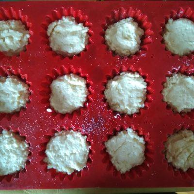 Фото рецепта - Сырники из творога в духовке - шаг 3