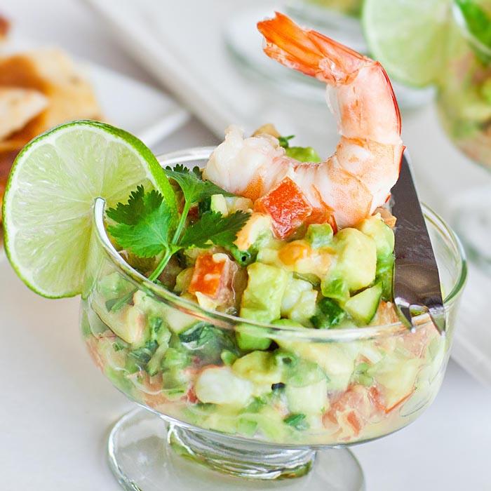 Аппетитный салат-коктейль из креветок