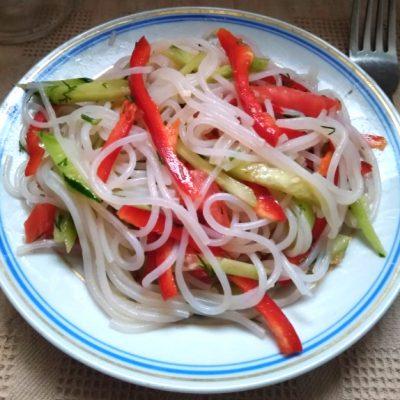 Салат с холодной фунчозой - рецепт с фото