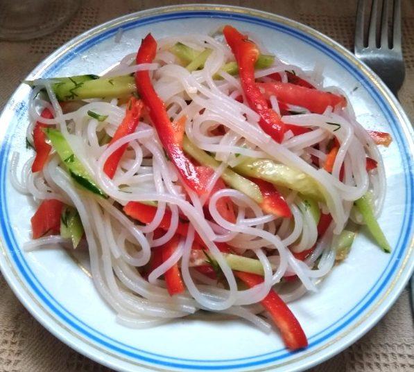 Салат с холодной фунчозой
