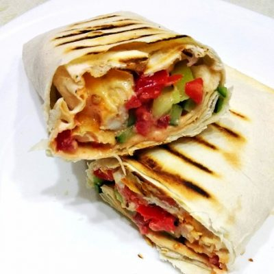 Лаваш с курицей и овощами - рецепт с фото