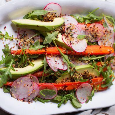 Диетический овощной салат с авокадо и пряными травами - рецепт с фото