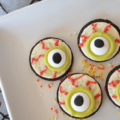 Глаза монстрика из печенья Орео - рецепт с фото