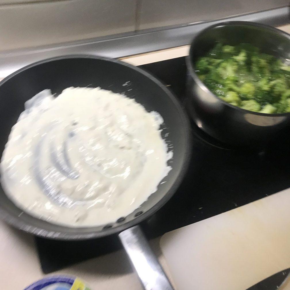 Фото рецепта - Паста с брокколи в сливочном соусе - шаг 3