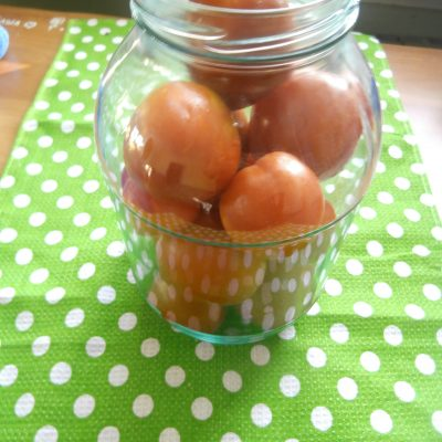 Фото рецепта - Спелые помидоры в томатном соке - шаг 1