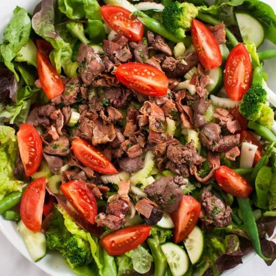 Изысканный салат из куриной печени с овощами - рецепт с фото