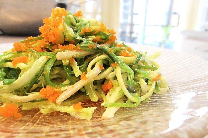 Морской салат из капусты и крабовых палочек