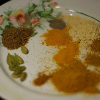 Фото рецепта - Куриное филе в соусе карри с кокосовым молоком и ананасом - шаг 6