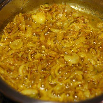Фото рецепта - Куриное филе в соусе карри с кокосовым молоком и ананасом - шаг 7
