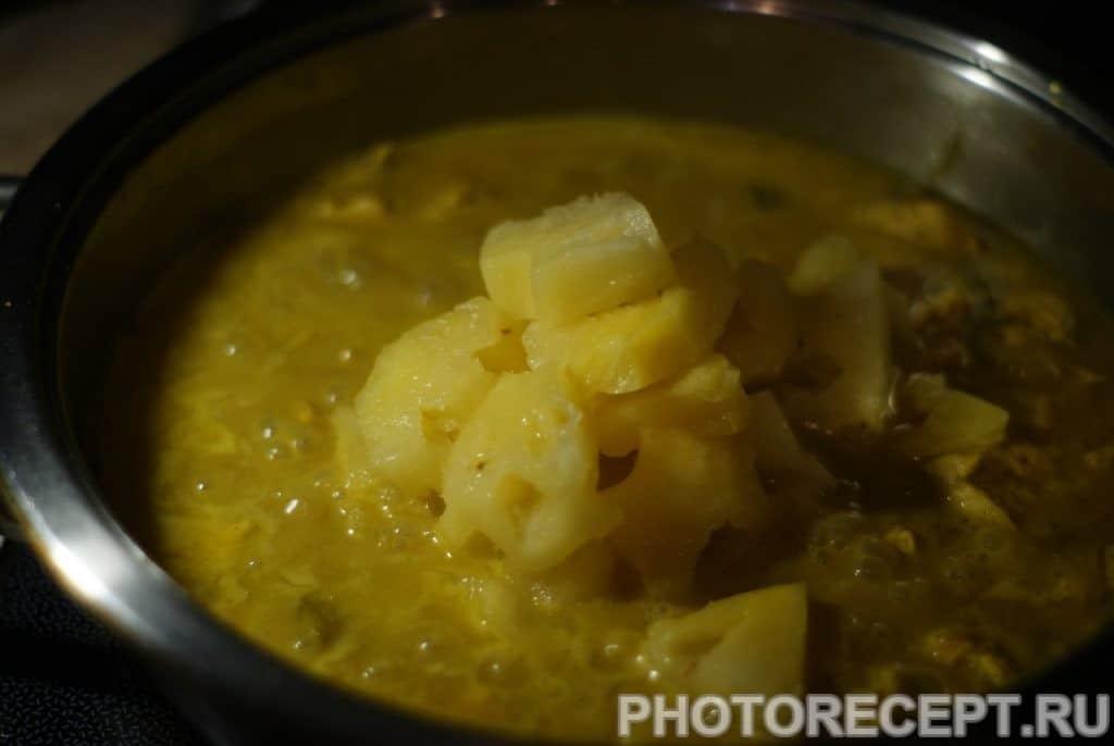 Фото рецепта - Куриное филе в соусе карри с кокосовым молоком и ананасом - шаг 10