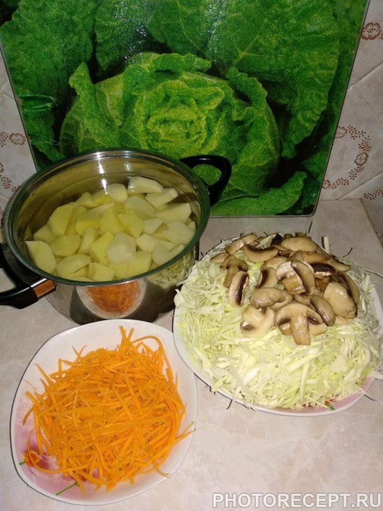 Фото рецепта - Картофельные зразы с капустой и грибами - шаг 2